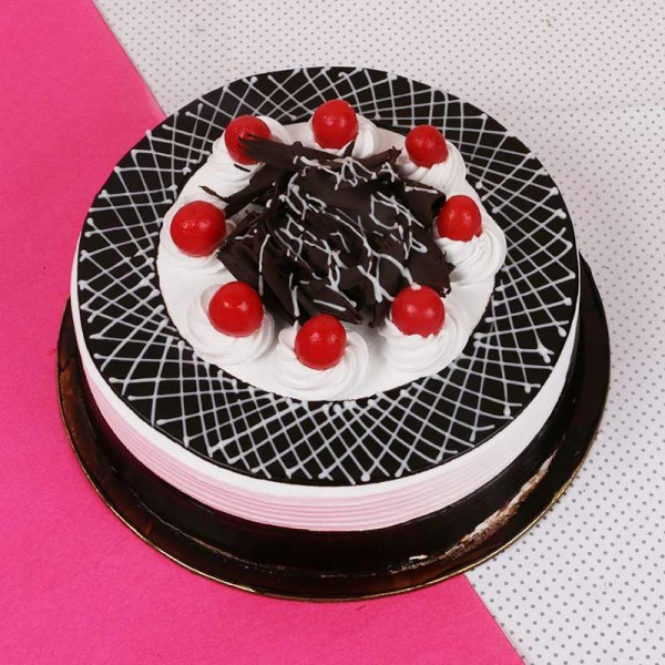 Black Forest Round Pastry Cake